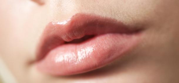 Cara Mengatasi Bibir Pecah dan Bibir Kering