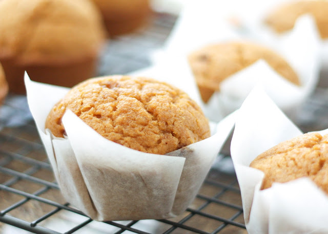 Make Your Own Cupcake Liners! - get the tip at barefeetinthekitchen.com