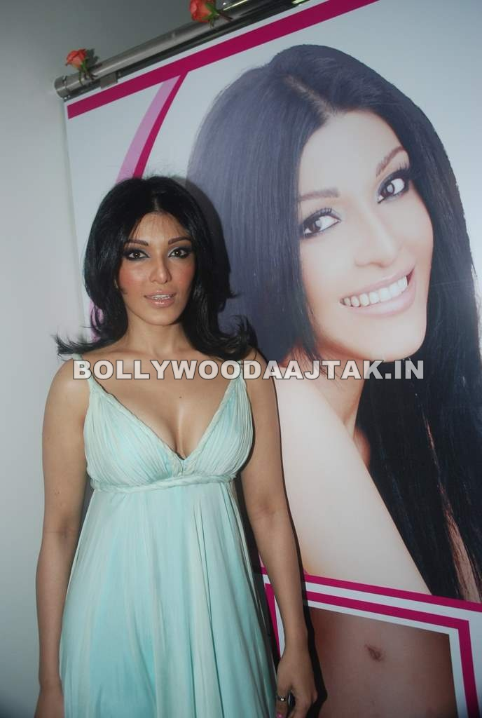 , Hot Koena Mitra Launches Looks Cosmetic Clinic