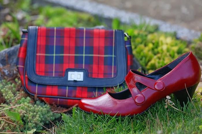 červené lodičky, tartan, kabelka, reserved