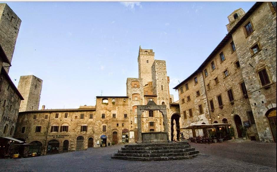 File:Piazza della Cisterna San Gimignano.jpg