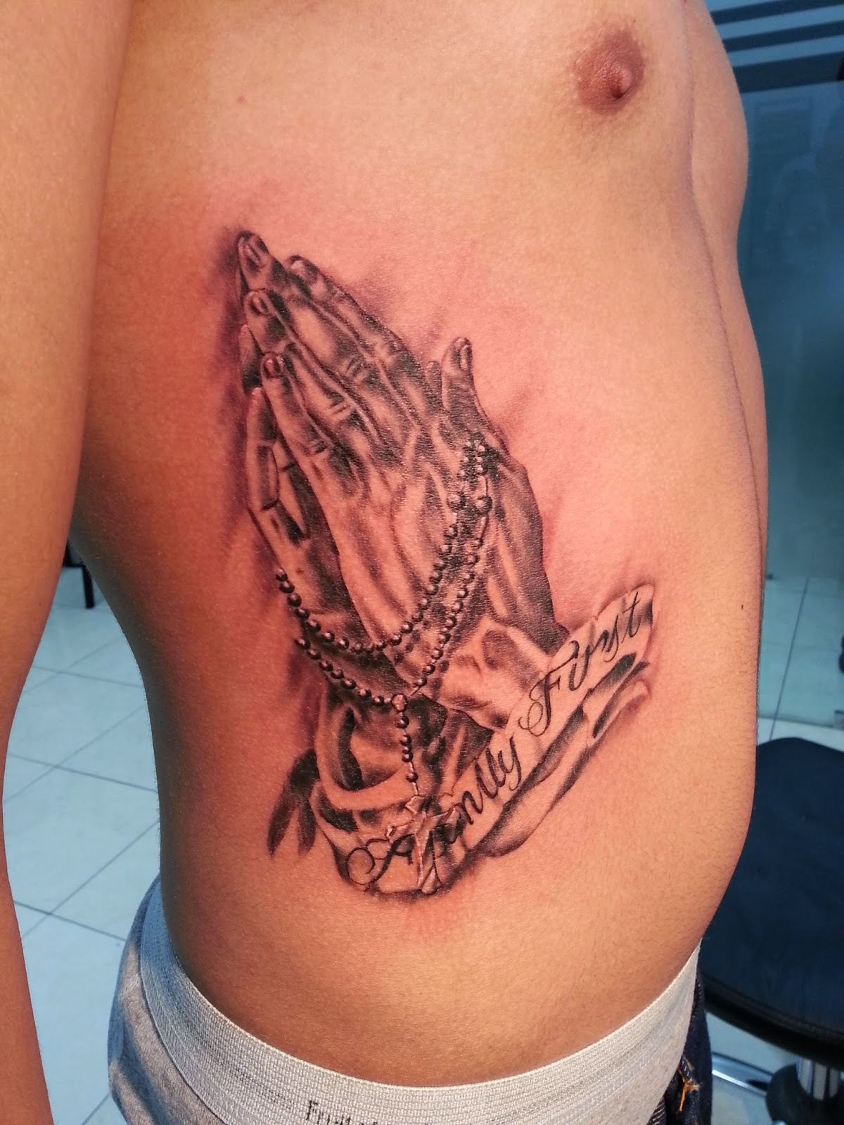 Shen Jones Manos Con Rosario Tattoo Por Shen Jones