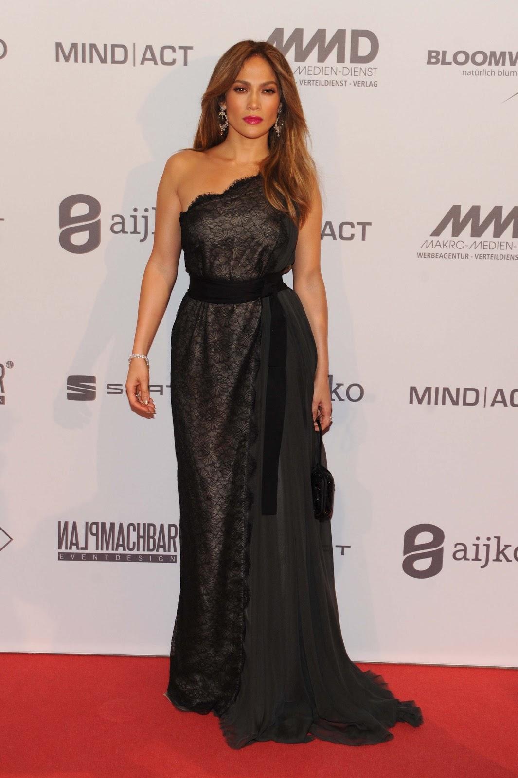 http://3.bp.blogspot.com/-N0pCl9uPD6w/UIzCx-C_A3I/AAAAAAAAWvc/byuwF4FAkuU/s1600/Jennifer+Lopez++attends+2012+UNESCO+Charity+Gala+2012+in+D%C3%BCsseldorf+October_27_2012+-0+2.jpg