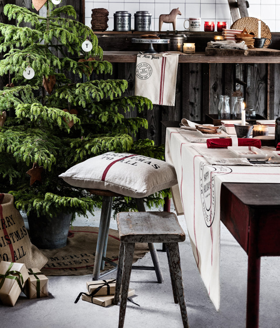 Love the warm rustic vibe and the large tree in this setting by H&M