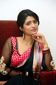 Nidhi Natuiyal Glamorous Photos in Saree-thumbnail-7