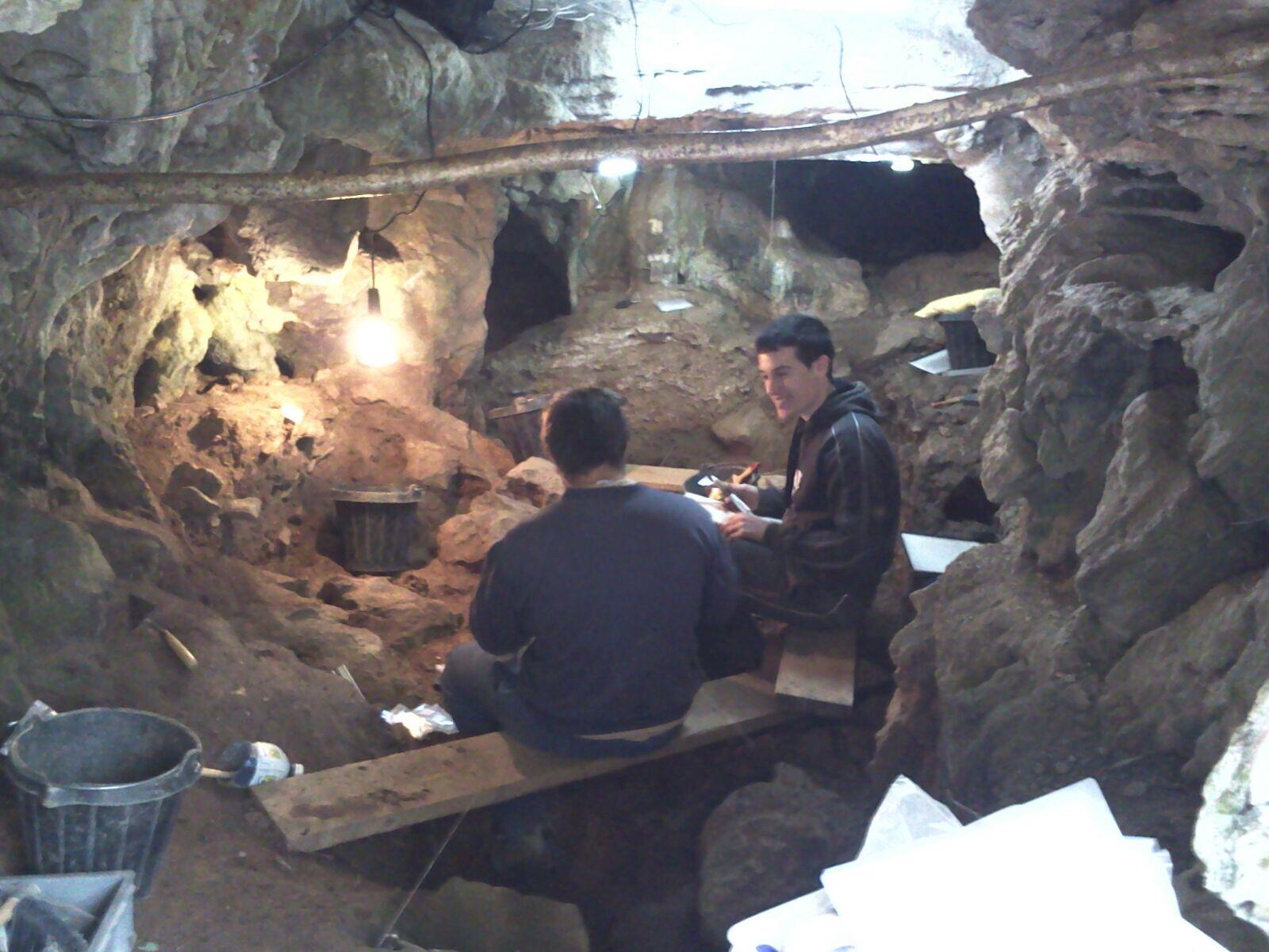 Proxecto Memoria dos Ancares. A cova da Valdabara , un xacemento arqueolóxico en Becerreá