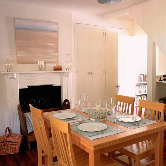 Home interior design step inside a new england style cottage for New england dining room ideas