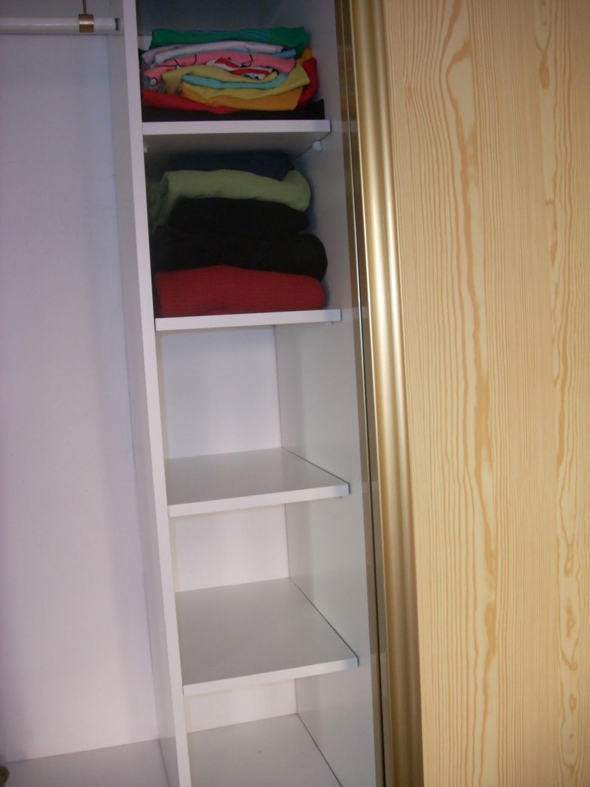 La casa como te gusta a adir estanterias en un armario - Como vestir un armario ...