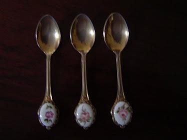 Cucharitas con porcelana pintadas a mano