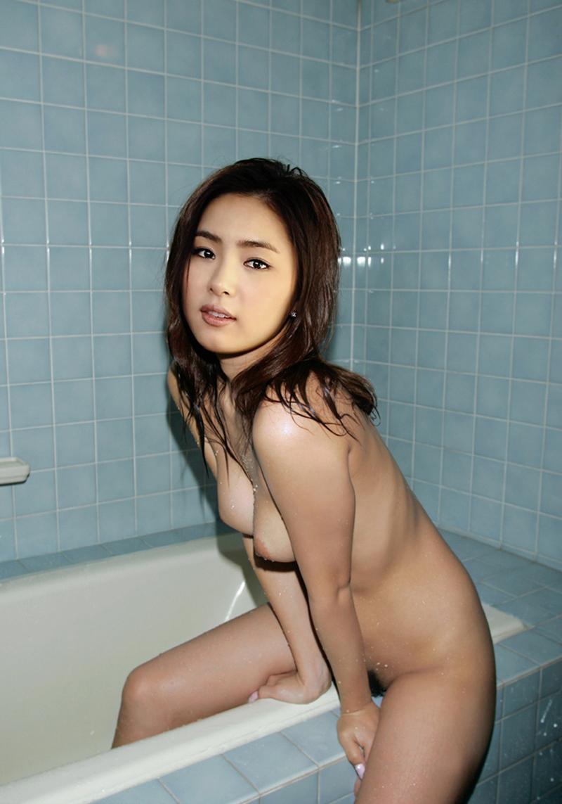 Lee shin nude in yellow hair 2