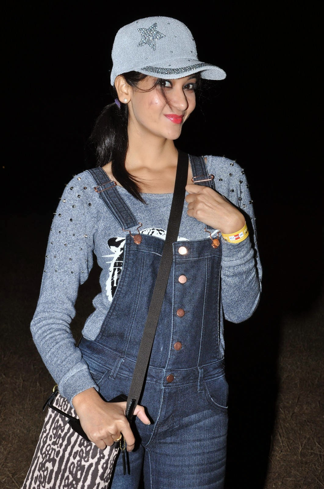 Actress Sindhu Affan Latest Cute Hot Beautiful Grey T-Shirt Spicy Photoshoot Gallery