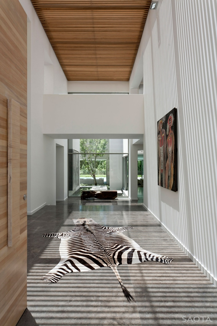 Zebra carpet in Contemporary Villa by SAOTA
