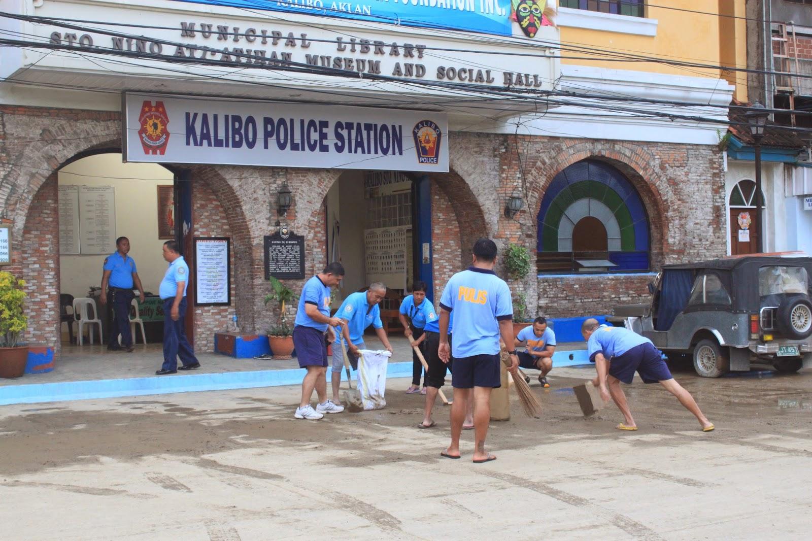 Kasafi donates 2 motorcycles to Kalibo police unit