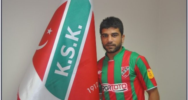 Karşıyaka'da takımın en tecrübeli isimlerinden Mustafa Aşan, ödenmeyen peşinat alacakları için kulübe Futbol Federasyonu kanalıyla ihtar çekti.