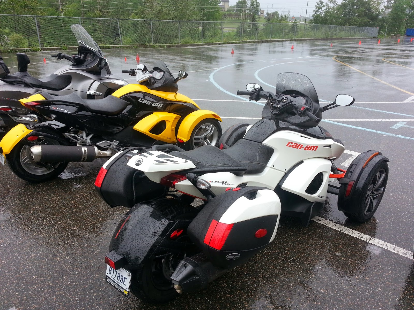 Optional hard bags suit the can am spyder rs very well