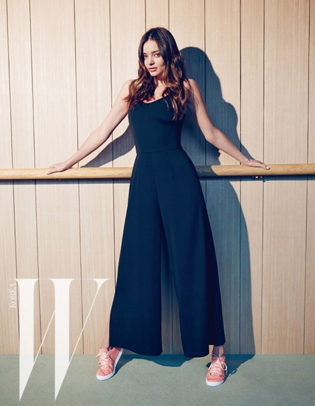 Miranda Kerr flaunts sporty fashion for W Korea