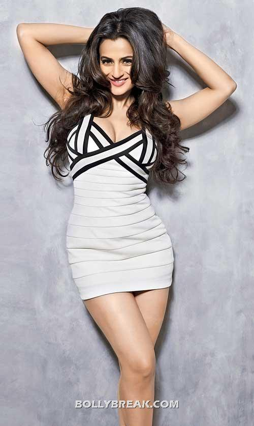 Amisha looks gorgeous in this white dress - (5) -  Ameesha Patel Hot Bikini Pics