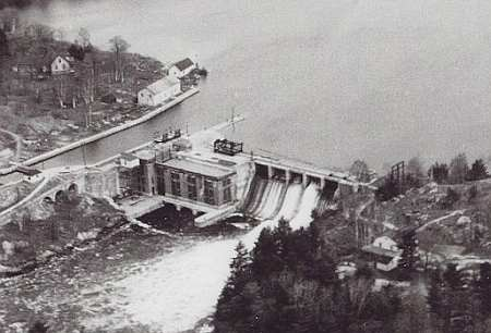 The Swift Rapids power plant and a few of the surrounding houses in 1950.