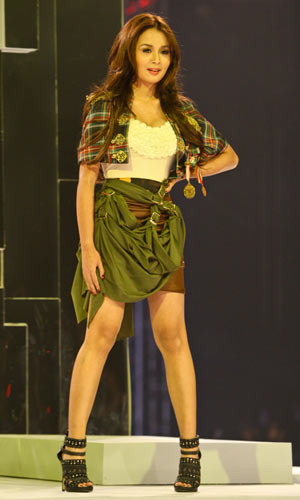 Pinay Celebrities walk for Bench at Philippine Fashion Week
