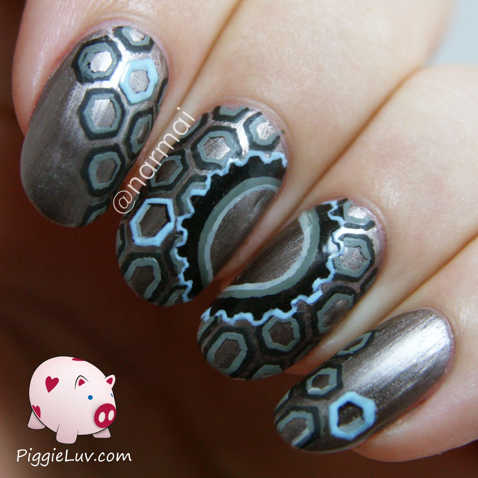 PiggieLuv: Technologic wheels & cogs nail art