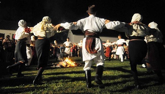 Szergej Jeszenyin, Folyóparton tűz lobog, vers, kultúra, költészet, tűzugrás, Szent Iván-éj