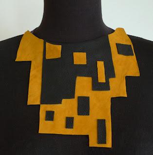 collar marron y mostaza ojuilla
