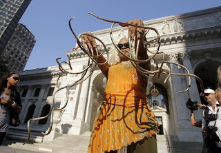 PICTURE of Woman WIth Worlds Longest Nails 1