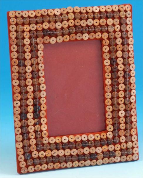 Espejos decorados con botones manualidades tiles for Espejos con marcos decorados