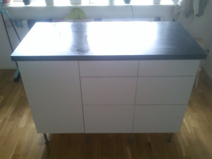 Ikea Schreibtisch Organisation ~ drilled holes for the countertop and screwed it together with the