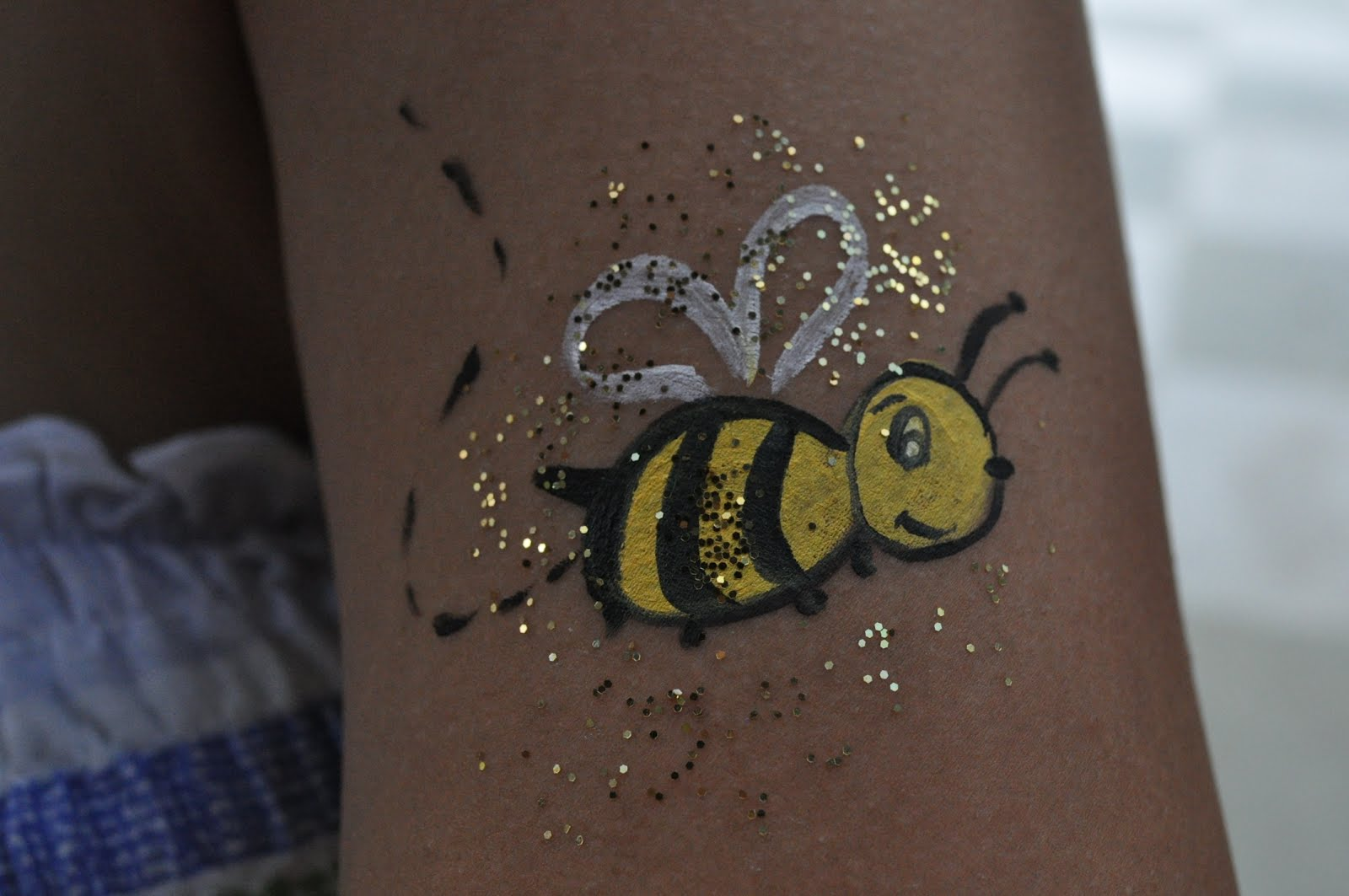 Face Paint Bumble Bee http://femmemannequin.blogspot.com/2012/06/face-painting-and-hand-painting-fun.html