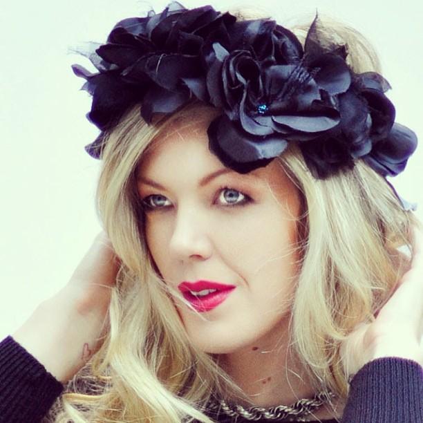 Black flowers head crown