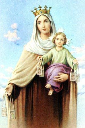 la Virgen del Carmenle han hecho un mantode color de los cielos,azul