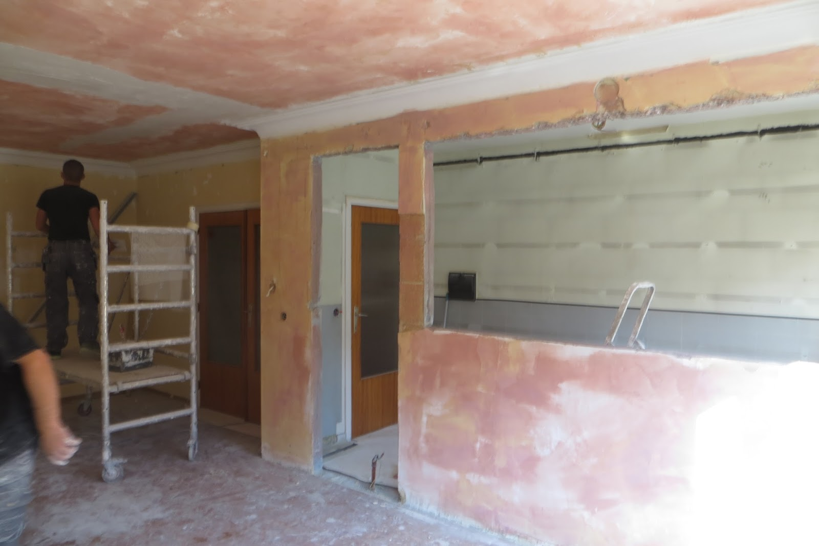 Vernieuwing appartement zellik muur afbreken plafond herstellen - Appartement muur ...