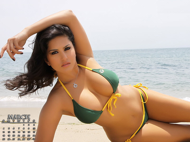 Hot girls in bikinies
