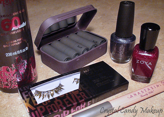 Favoris de novembre - Blaze de Zoya, 60 Minutes de Fake Bake, Bite-Size Discovery Set de Bite Beauty, Matte Highlighter d'Anastasia, Faux-cils Holodiam de MUFE, On Her Majesty's Secret Service d'OPI