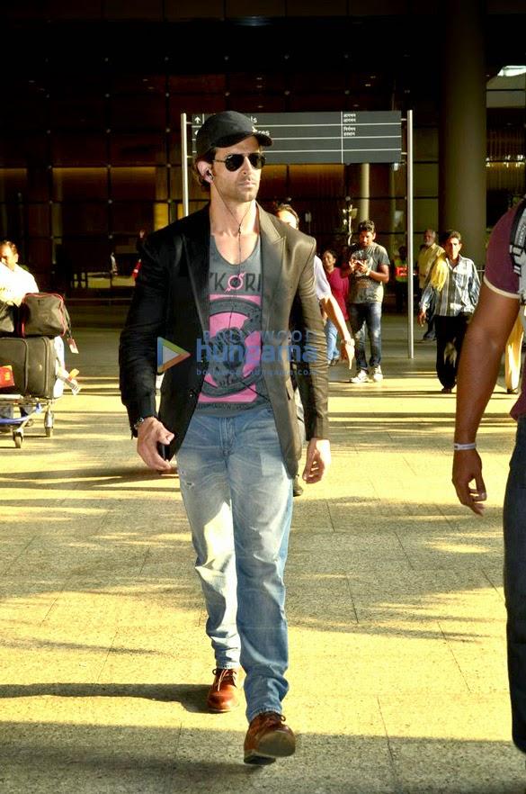 Hrithik Roshan snapped returning from IIFA 2014