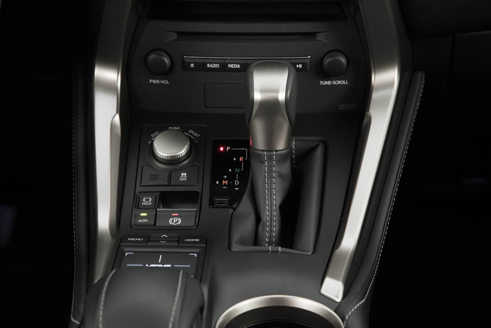 Lexus NX 200t - transmissão automática