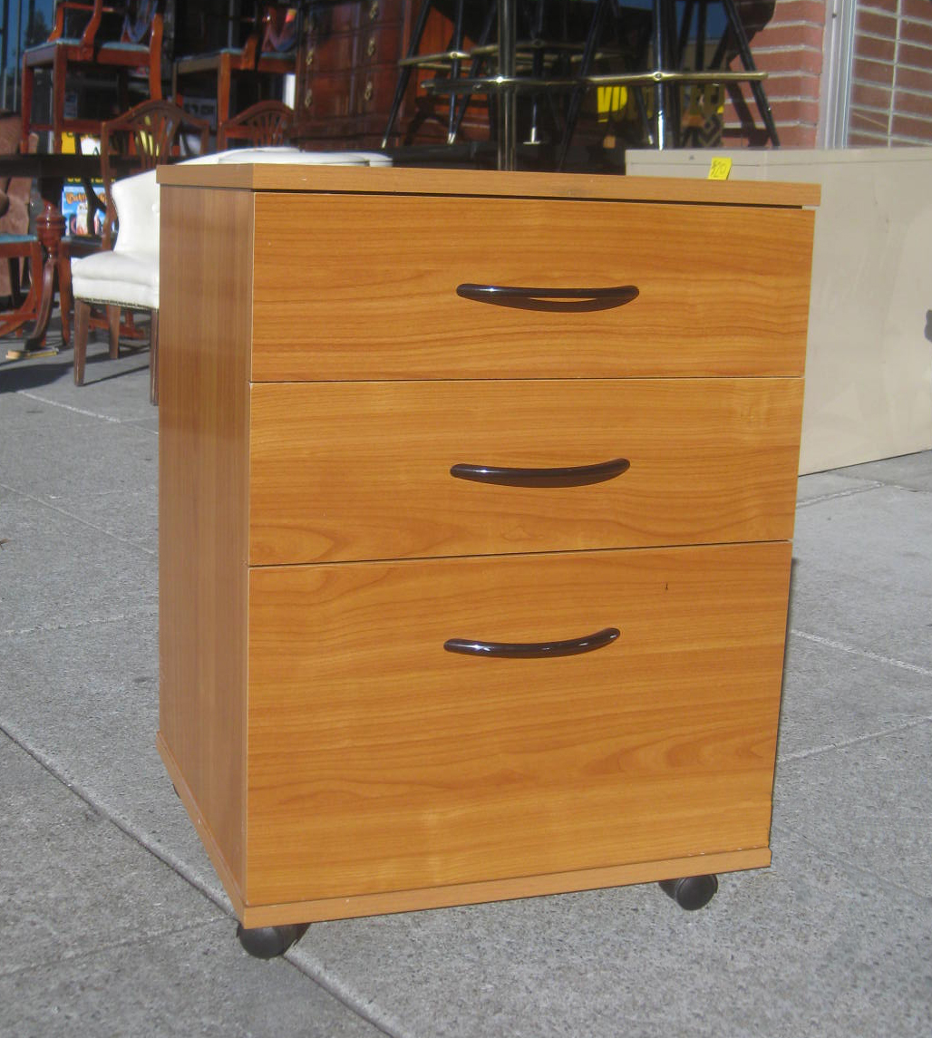 Beau SOLD   3 Drawer Rolling File Cabinet   $40