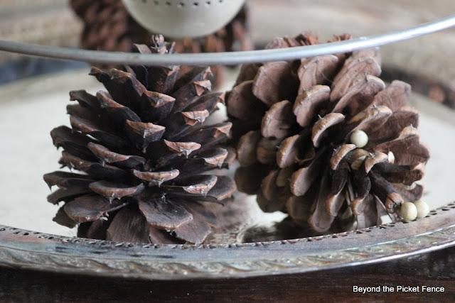 12 days of Christmas centerpiece http://bec4-beyondthepicketfence.blogspot.com/