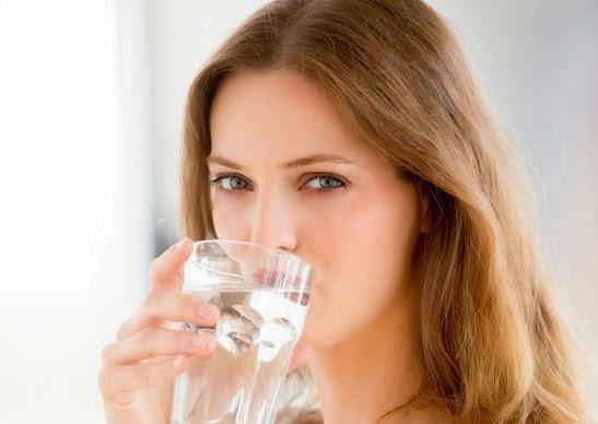 Minum Air Putih Image