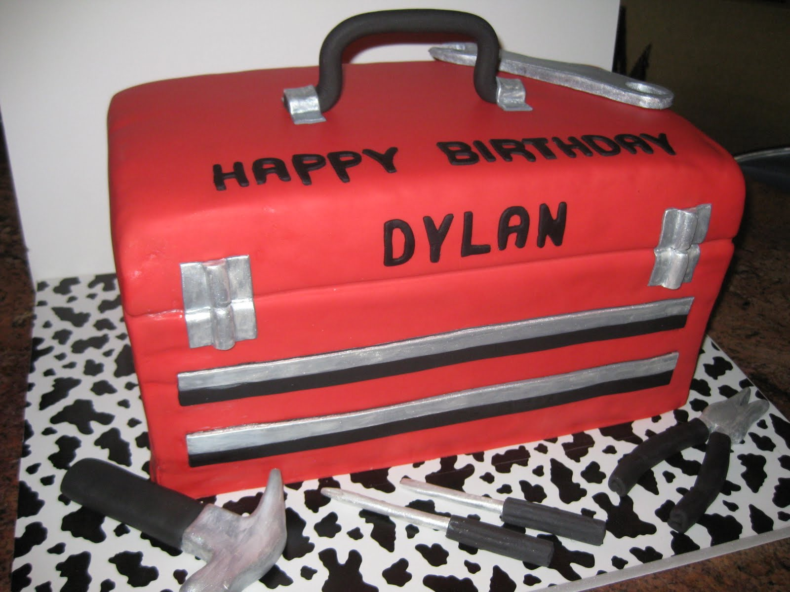 how to make a tool box shaped cake