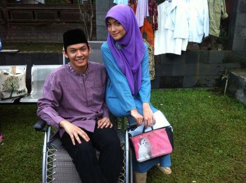 foto rumana dan robby memakai baju muslim