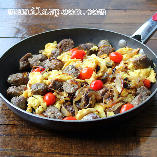 Boerewors with Scrambled Eggs, Caramelized Onions and Tomatoes ...