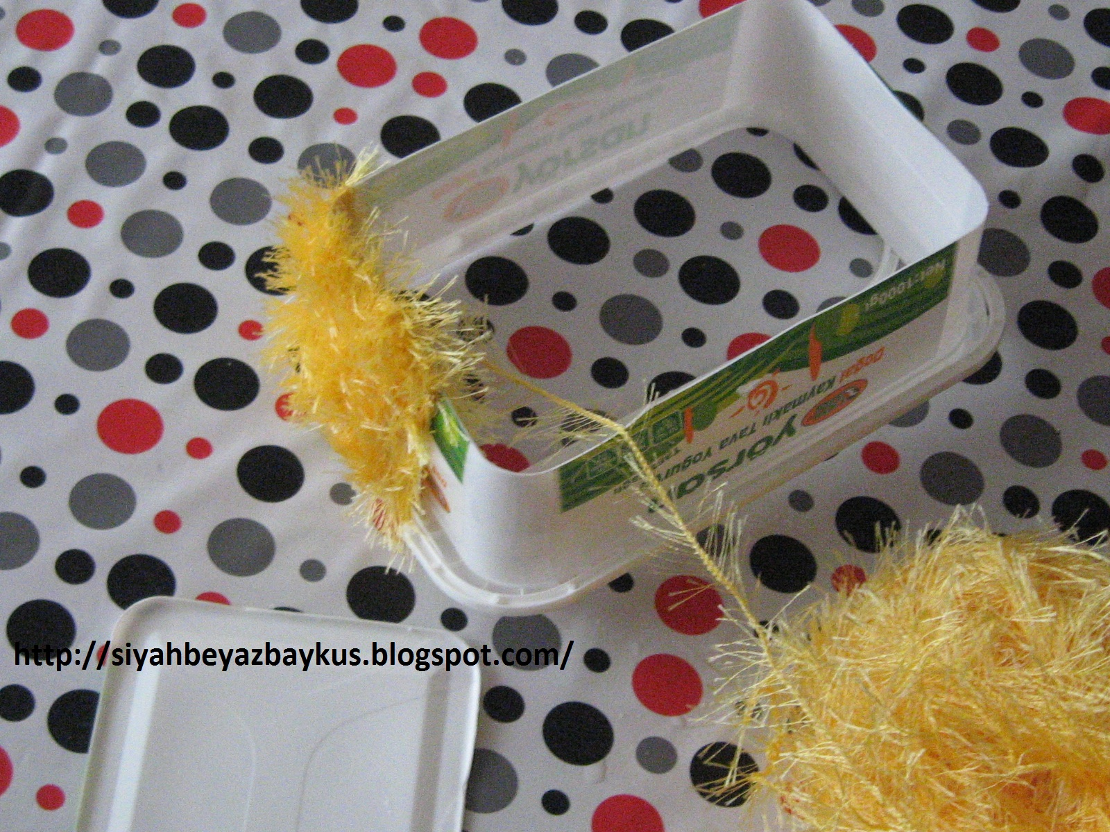 Meyveli Yoğurt Kabından Şeker Kutusu Yapımı