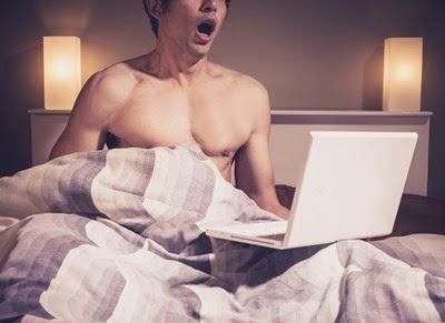 pornografia barbati la pat
