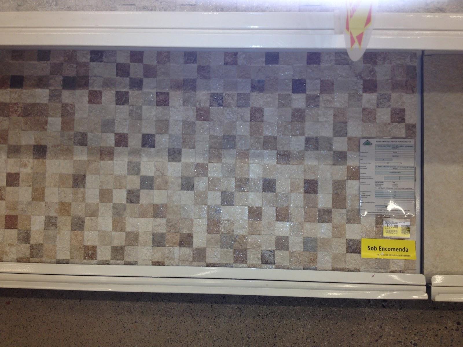 #A59726 Porcelanato imitando mosaico de pedras. Preço: R$ 108 90 690 Janelas Sasazaki Leroy Merlin