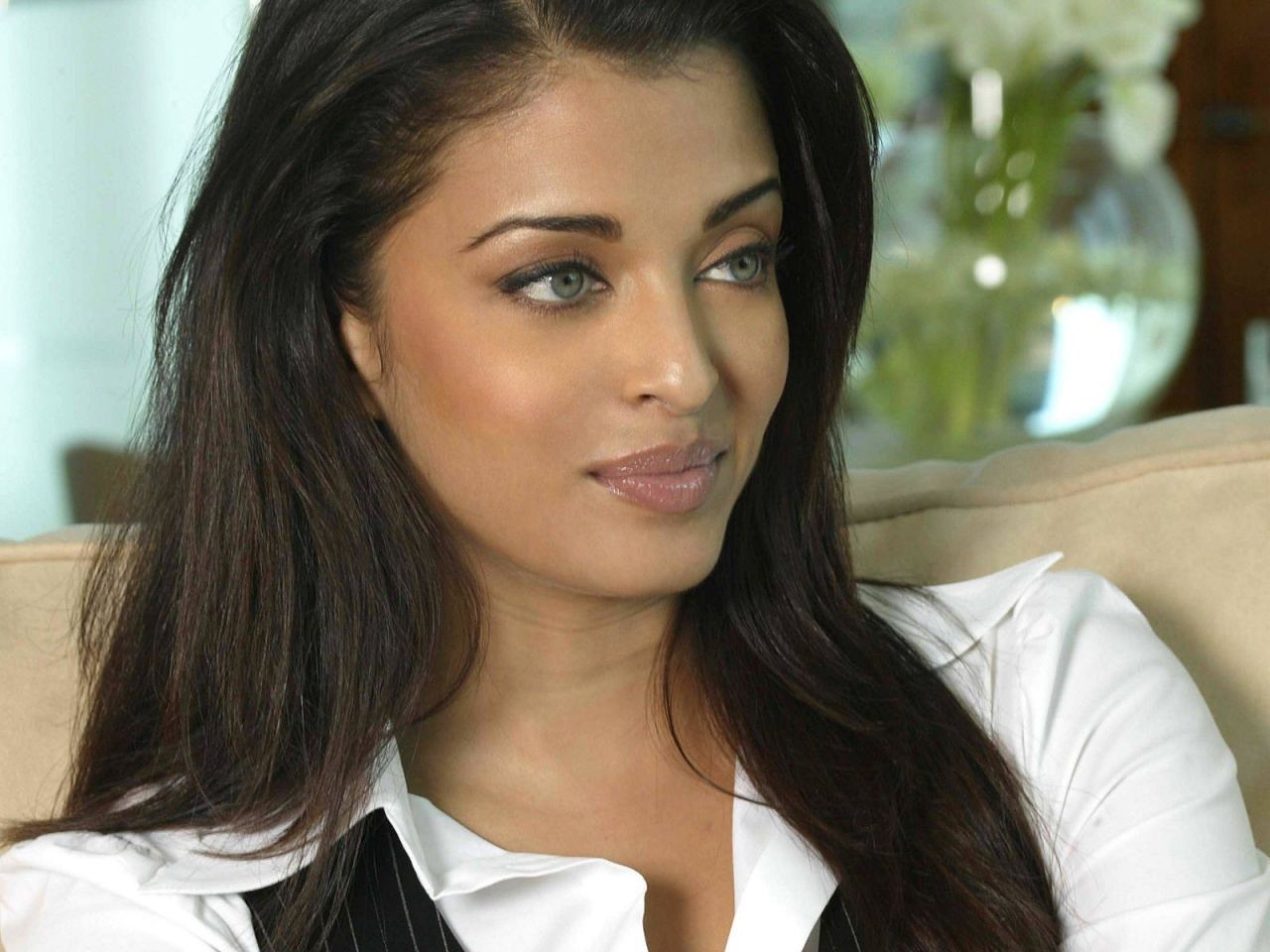 Aishwarya Rai Latest Hairstyles, Long Hairstyle 2011, Hairstyle 2011, New Long Hairstyle 2011, Celebrity Long Hairstyles 2075