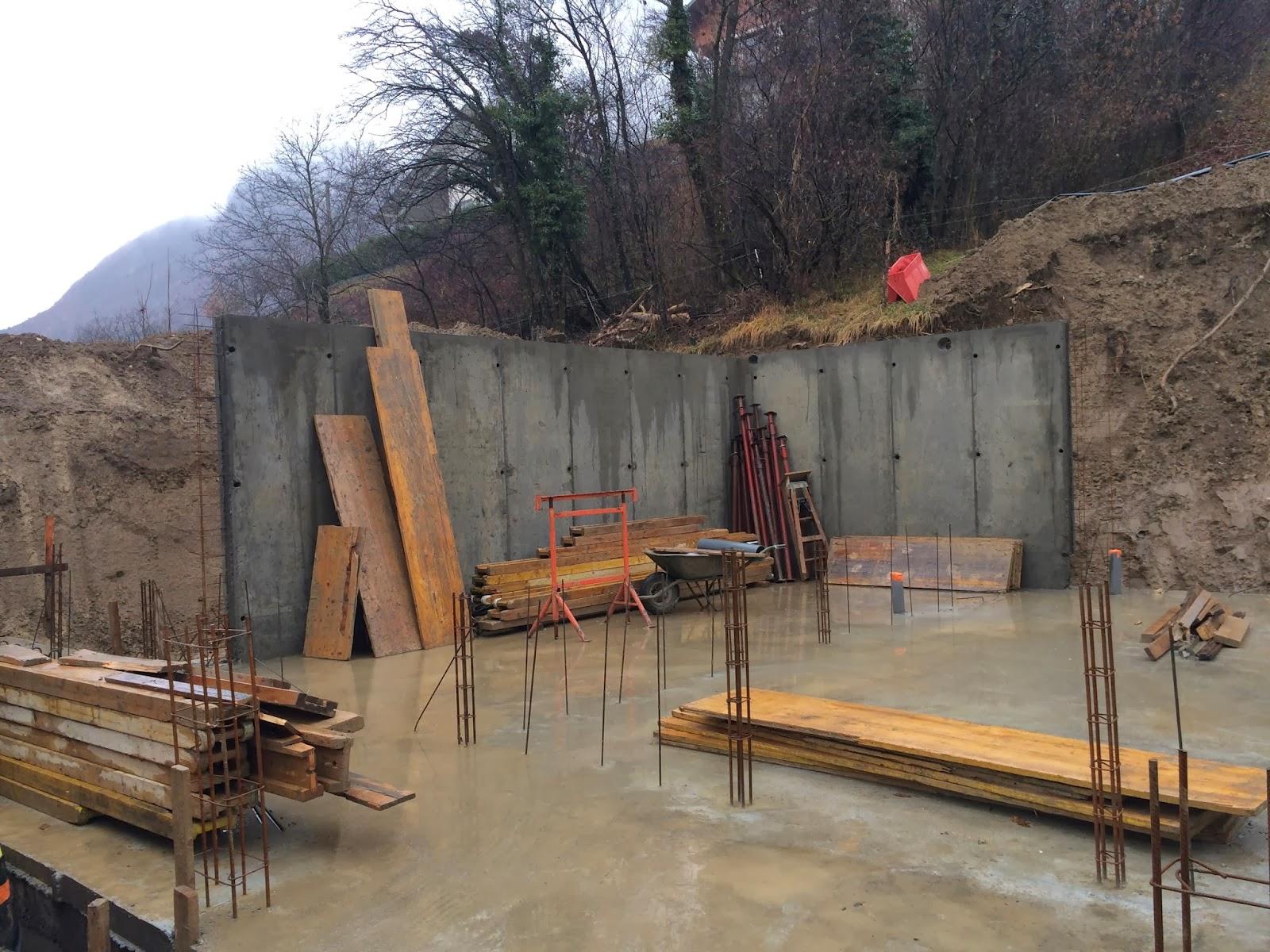 Notre maison en bois les fondations - Mur en beton banche ...
