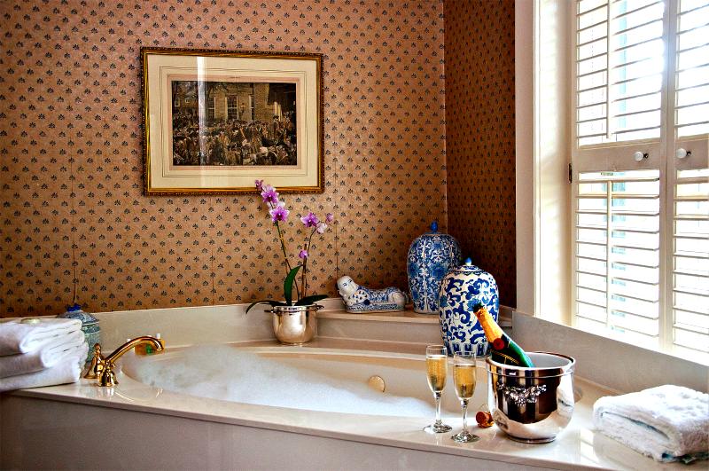 jacuzzi, bathtub, bubbles