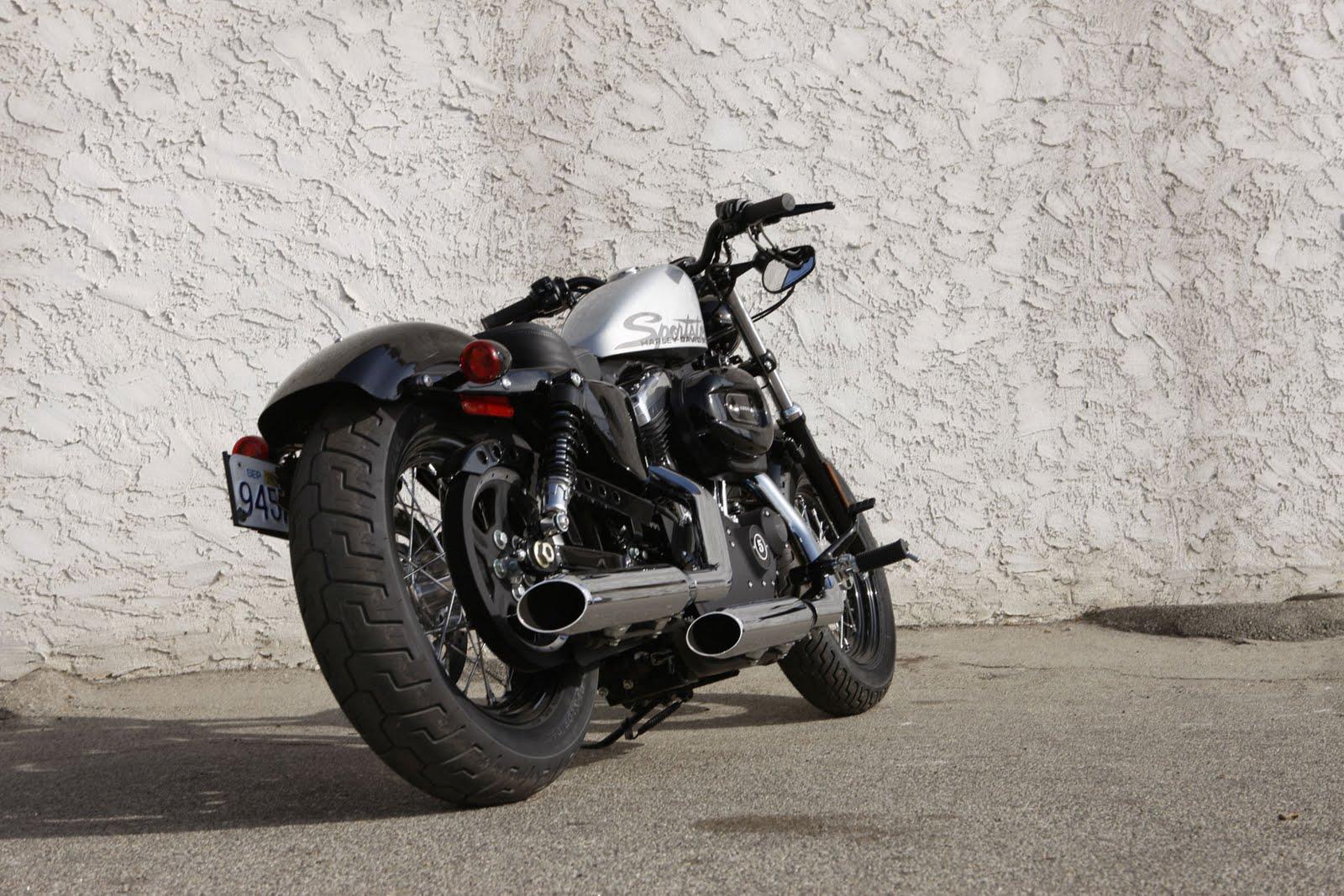 http://3.bp.blogspot.com/-N73EO8BVSSw/TaV7yGFMMhI/AAAAAAAAAGQ/5snA9UUX3_c/s1600/2010-Harley-Davidson-Sportster-Forty-Eight-Rear-View.jpg